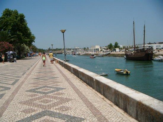 Marina Club Lagos Resort: walk towards Old town