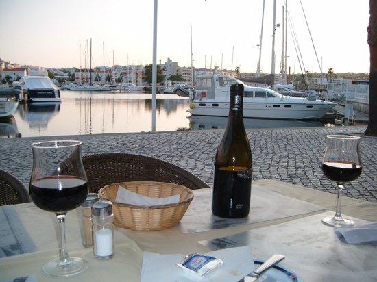 Marina Club Lagos Resort: harbour eating