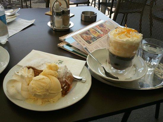 Café Restaurant Residenz: Irish coffee with orange zest topping, apple strudel and ice cream