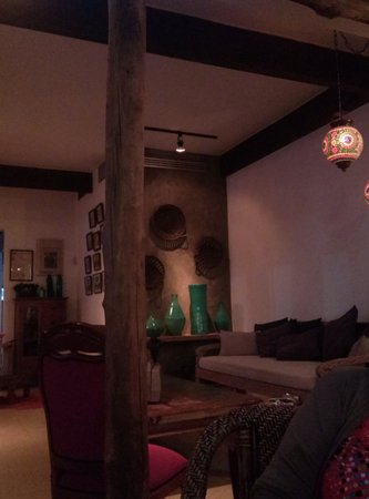 Casa Vieja Cafe & Lounge