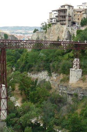 Puente de San Pablo (Saint Paul Bridge): El puente