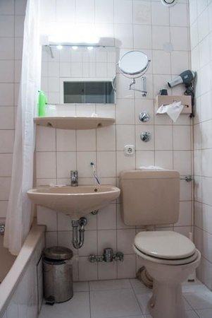 Acanthushotel: Dålig standard badrum