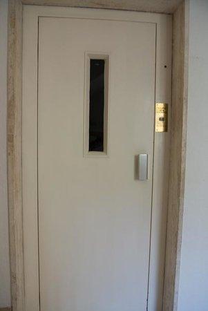 Acanthushotel: Uråldrig hiss
