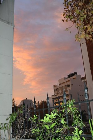 Miravida Soho Hotel and Wine Bar: Evening sky view from the terrace (off the Terrace Room)