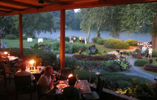 Canoe Outdoor Dining And Grounds
