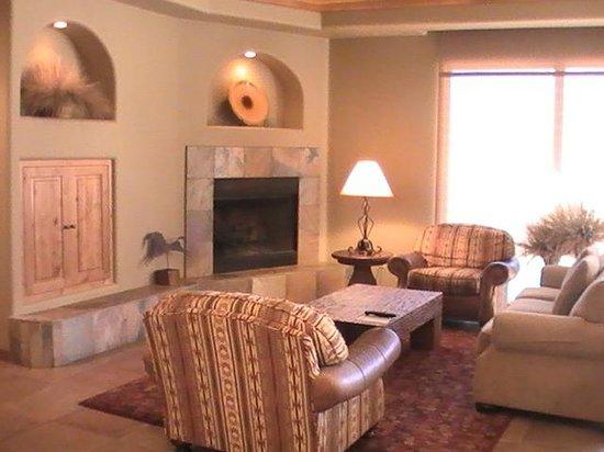 The Inn at Entrada: Spacious living room