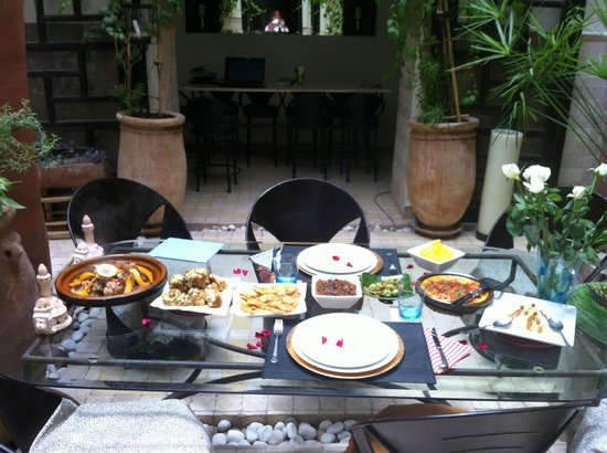 House of Fusion Marrakech: dinning table