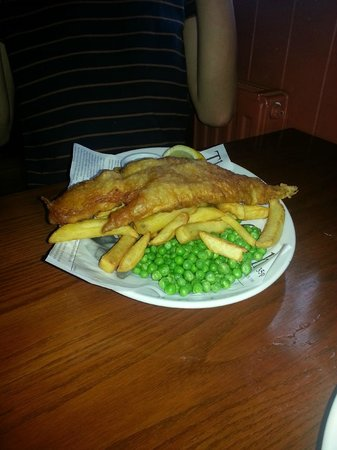 St Pirans Inn : Fish and Chips as eaten by Jude Law (and my son!)