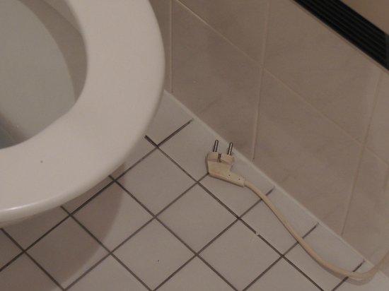 Hotel-Restaurant De Klenge Casino : Een stekker op de badkamervloer