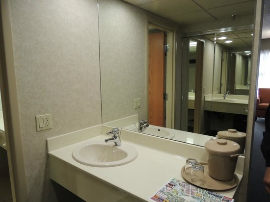 Banff Park Lodge Resort and Conference Centre: Bathroom