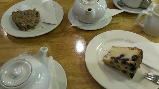 Greengages Cafe: Gluten free cakes!