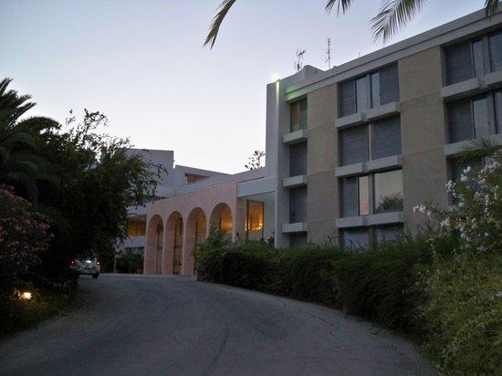 Caravia Beach Hotel: Wejście główne do hotelu