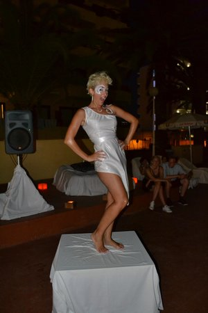 Sol Alcudia Center Apartamentos: I told you the Marcello's girls were gorgeous!!