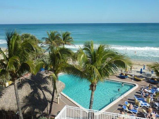 Ocean Sky Hotel & Resort : The pool