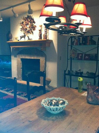 Arrowhead Village Condominiums : living room