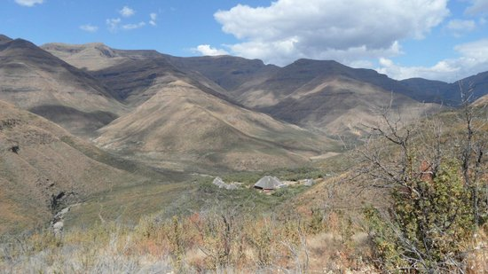 Maliba Mountain Lodge : Looking back on our walk