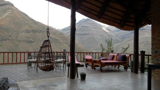 Maliba Mountain Lodge: Outdoor dining terrace