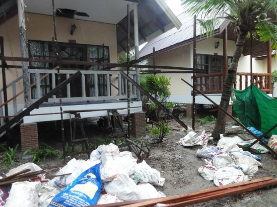 Phi Phi Villa Resort : chantier des 7h45 du matin