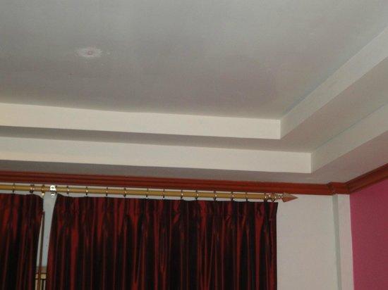 Phi Phi Villa Resort: plafond chambre villa superieur deluxe