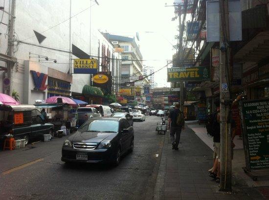Citadines Sukhumvit 11 Bangkok: Straße vor dem Hotel