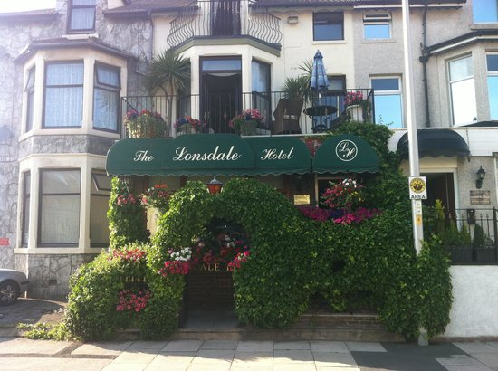 The Lonsdale Hotel: The outside