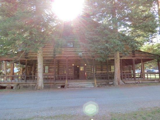 Pahaska Teepee Resort : Hunting Lodge