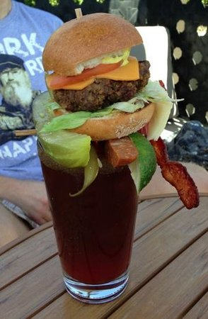 Sammy J's Grill & Bar: Cheeseburger Caesar