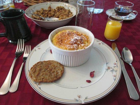 Deutsche Strasse Bed & Breakfast : Apple pancakes & sausage