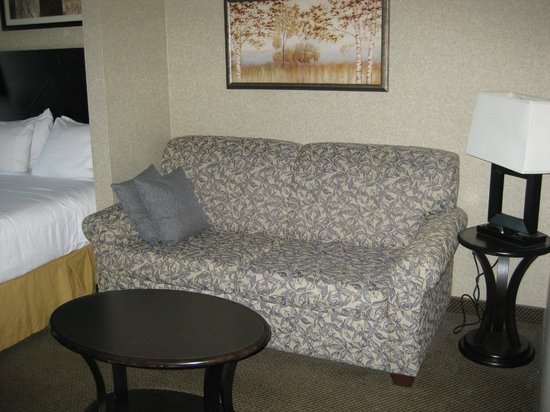 Holiday Inn Express And Suites: The sofa bed