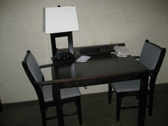 Holiday Inn Express And Suites: Table and chairs