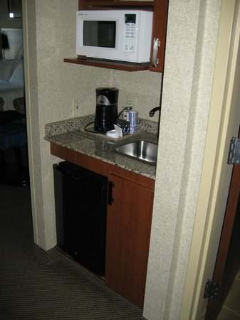 Holiday Inn Express & Suites Grand Forks : The kitchette area of the room
