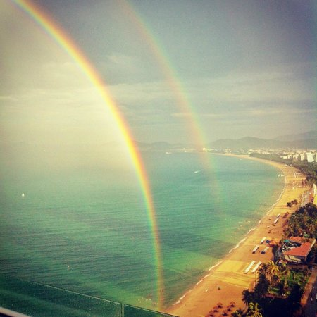 Sheraton Nha Trang Hotel and Spa: View from Altitude bar after a rain shower, a stunning double rainbow