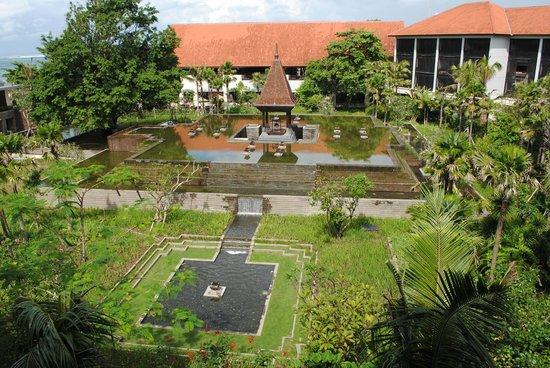 Fairmont Sanur Beach Bali : Jardins de l'hôtel