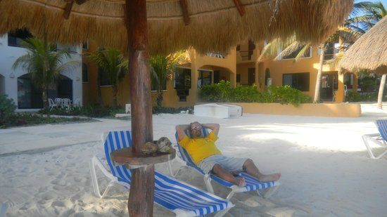 The Reef Condominiums : Palapas and beach chairs in front of condo
