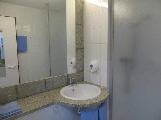 Hotel Good Night Inn : обычная ванная