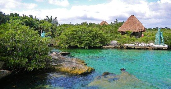 The Reef Condominiums : Ya kul lagoon within walking distance of condo