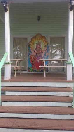 Sivananda Ashram Yoga Retreat: Outside meditation room