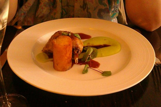Gingerman: Confit duck leg with broad bean puree