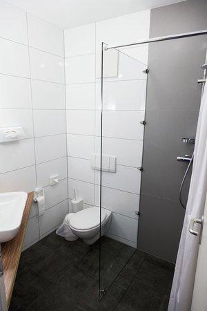 A'ppart Hotel Garden Cottage: bathroom room no.211
