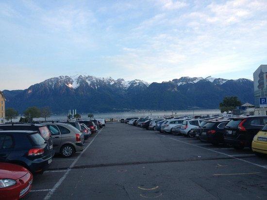 Hostellerie de Geneve: Vista da praça enfrente ao hotel