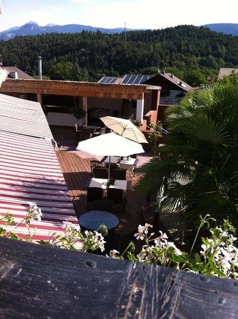 Hotel Residence Tirolensis : Terrazza parte piscina