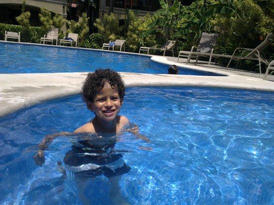 Monte Carlo Condominium: My son Matias enjoyng the kids summing pool