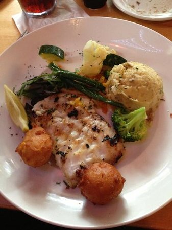 Norwoods Restaurant and Wine Shop: grouper