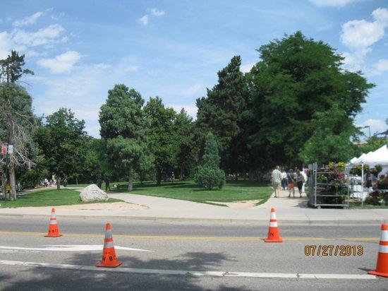Boulder University Inn: Park