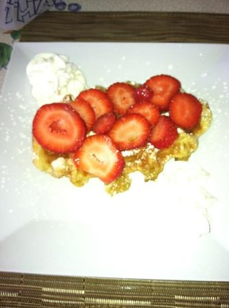 Rendezvous Lounge: Belgium Waffles with strawberries