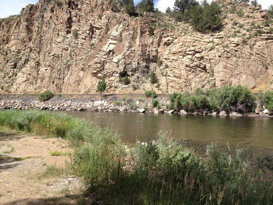 Bighorn Park and Campground: Arkansas river