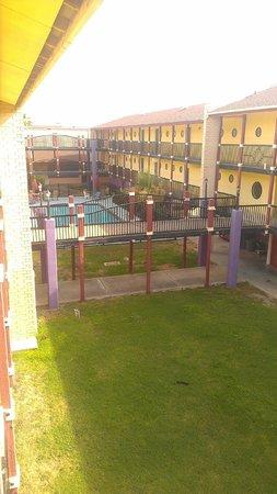Scottish Inn: Pool area