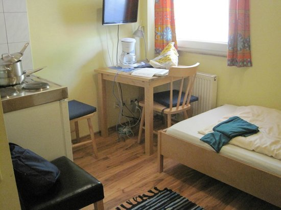 Apartmenthaus Stuttgart Mitte : single simple room