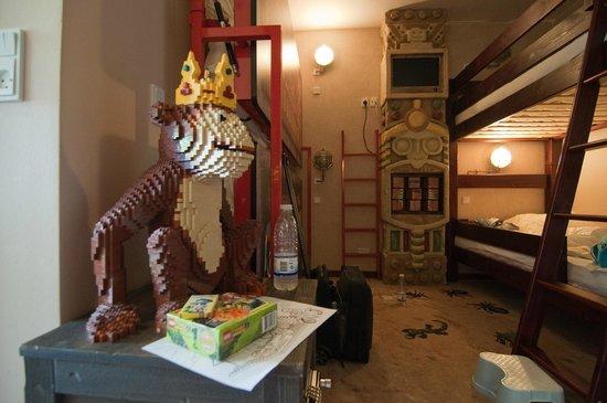 Hotel LEGOLAND: Udsmykning i værelset - aben var eneste større figur