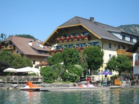 Hotel Schutzenhof: hotel from lake